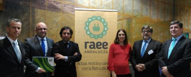 De izquierda a derecha: Daniel de la Torre (Director Comercial de RECILEC), Carlos J. Bejarano (Secretario General de FAEL), Fernando Martínez Vidal (Director General de Prevención y Calidad Ambiental), Laura Alonso (Directora Comercial de ERP), José Pérez (Director Gerente de Recyclia), y Luis Moreno (Gerente de Ecolec).